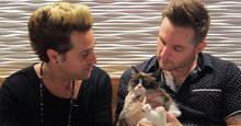 Grumpy Cat serenaded by meowing Ryan Cabrera and Blake Lewis duet