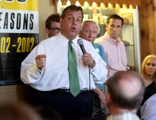 Christie endorsed by Iowa business leaders who urged him to run in 2012
