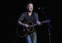 Stand Up For Heroes: Springsteen auctions guitars, lasagna for veterans