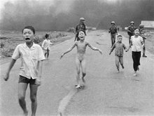 'Napalm girl' photographer returns -- with iPhone, Instagram