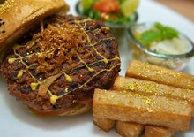 Review: Camel Burger With Gold Leaf at Emirates Palace in Abu Dhabi