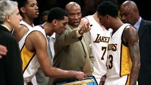 Byron Scott has done 'exceptional job' as Lakers coach under the circumstances, Mitch Kupchak says