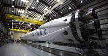 SpaceX wins its first military launch contract