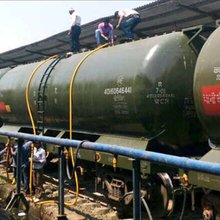 Indian Railways 'water train' reaches parched Latur