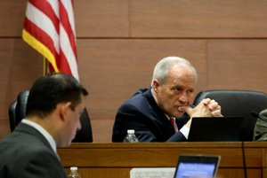 Streetcar opponents rally at county meeting