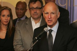 Jerry Brown stumps for Prop. 30 in S.F. with business, education leaders