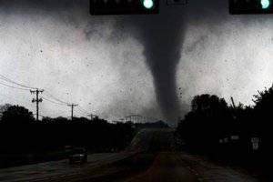 Twitter vs. Tornado: Dallas Authorities Tweet Weather Warnings